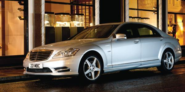 S-Class holds on to seven year reign as best luxury car at the 2012 what car? Awards