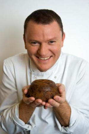 Theo Randall stirs up Christmas Pudding